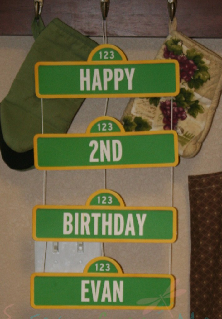 Sesame Street Birthday Sign. DIY Elmo Party with Free Printables