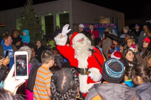 Santa greets the people of Raytown