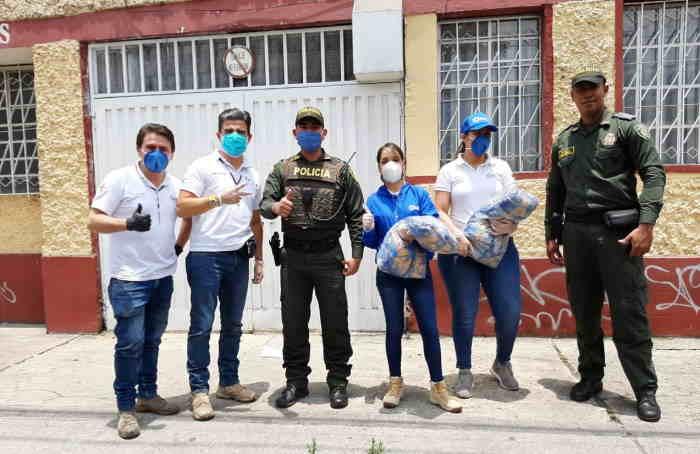 Amigos Misión Colombia equipo con el apoyo de la Policía