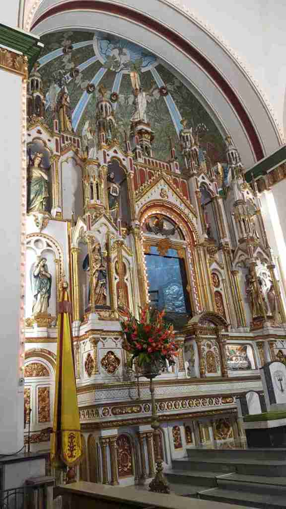 Basílica del Señor de los Milagros de Buga retablo y altar mayor