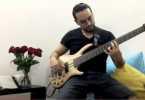 Nicolás Garzón interpreta su obra con el bajo eléctrico de seis cuerdas