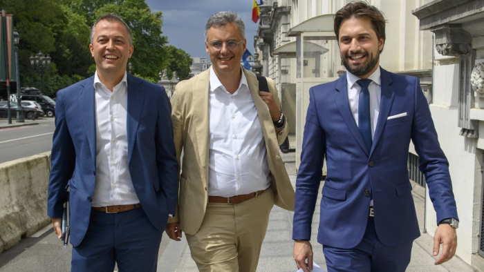 trío Coens Bouchez Lachaert