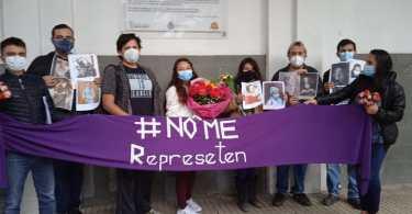 Mujeres protestan contra las feministas en Cochabamba