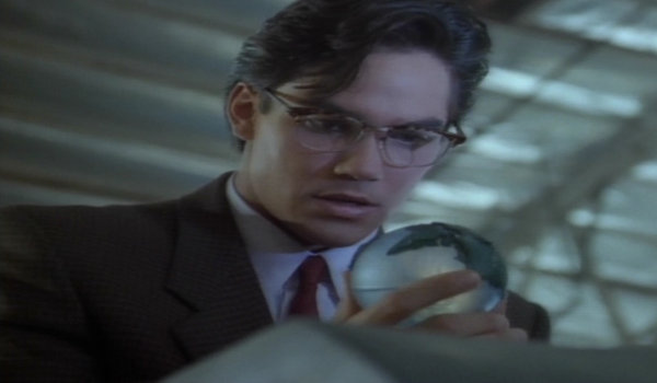 Lois clark strange visitor from another planet the for Bureau 39 superman