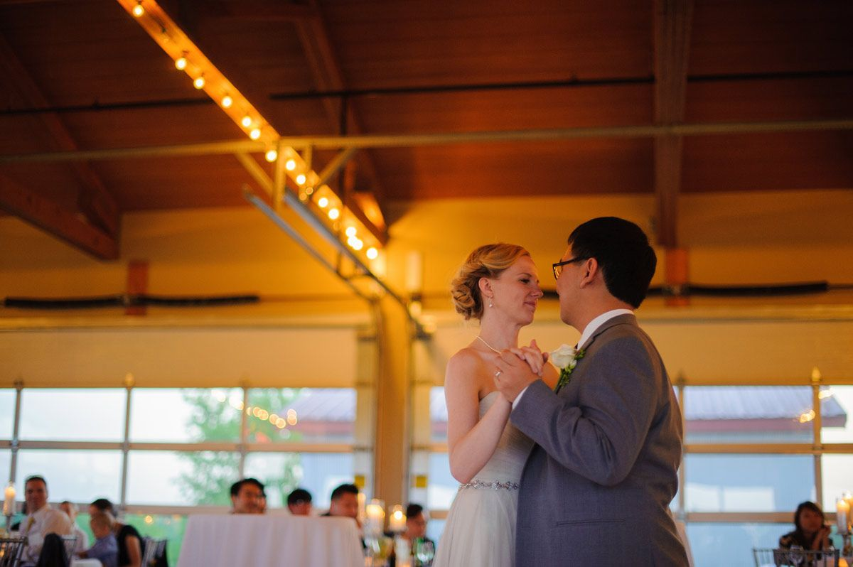 cedar rapids vineyard wedding -first dance