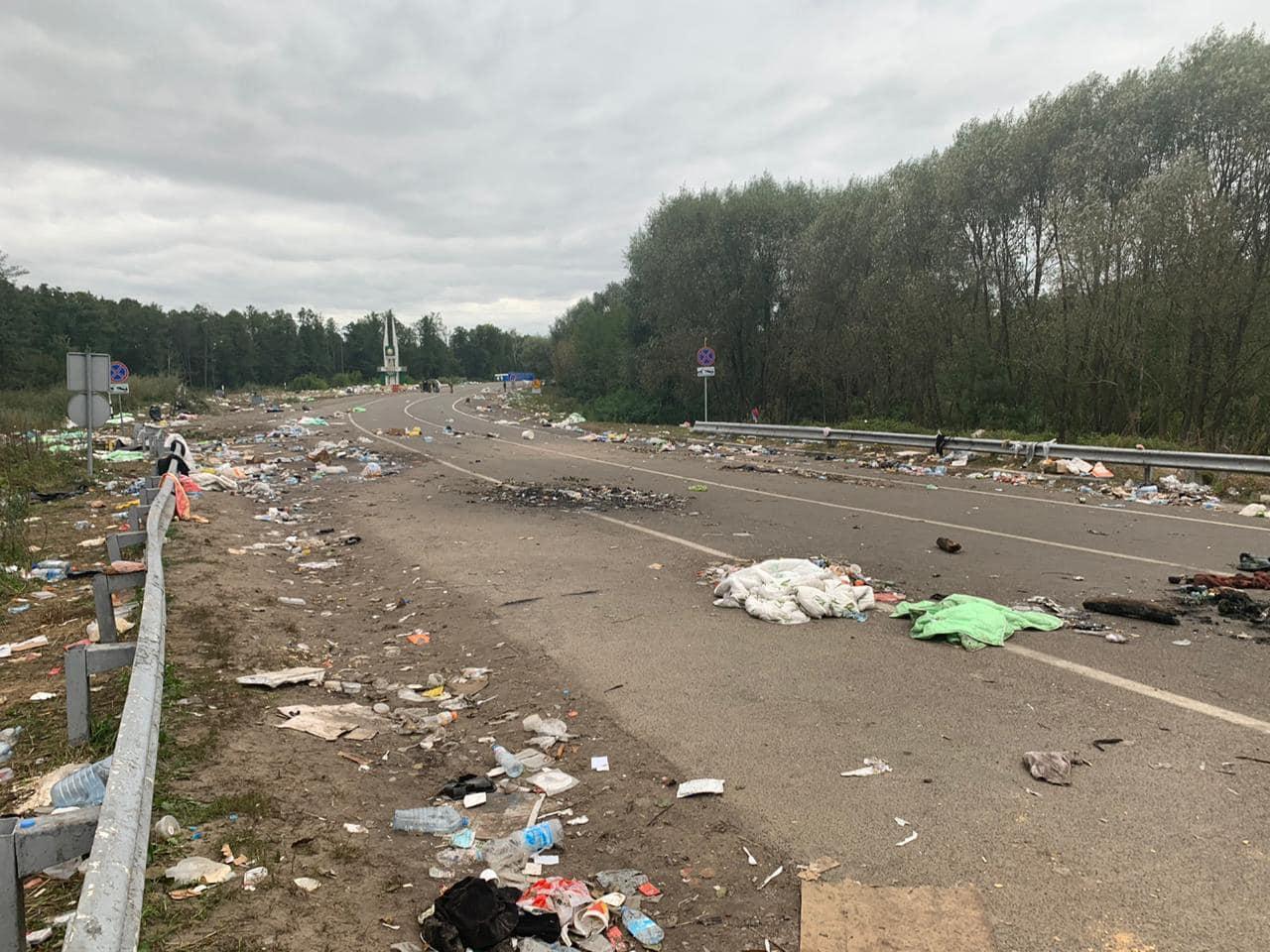 Хасиды ушли с украинской границы, оставив горы мусора (фото)