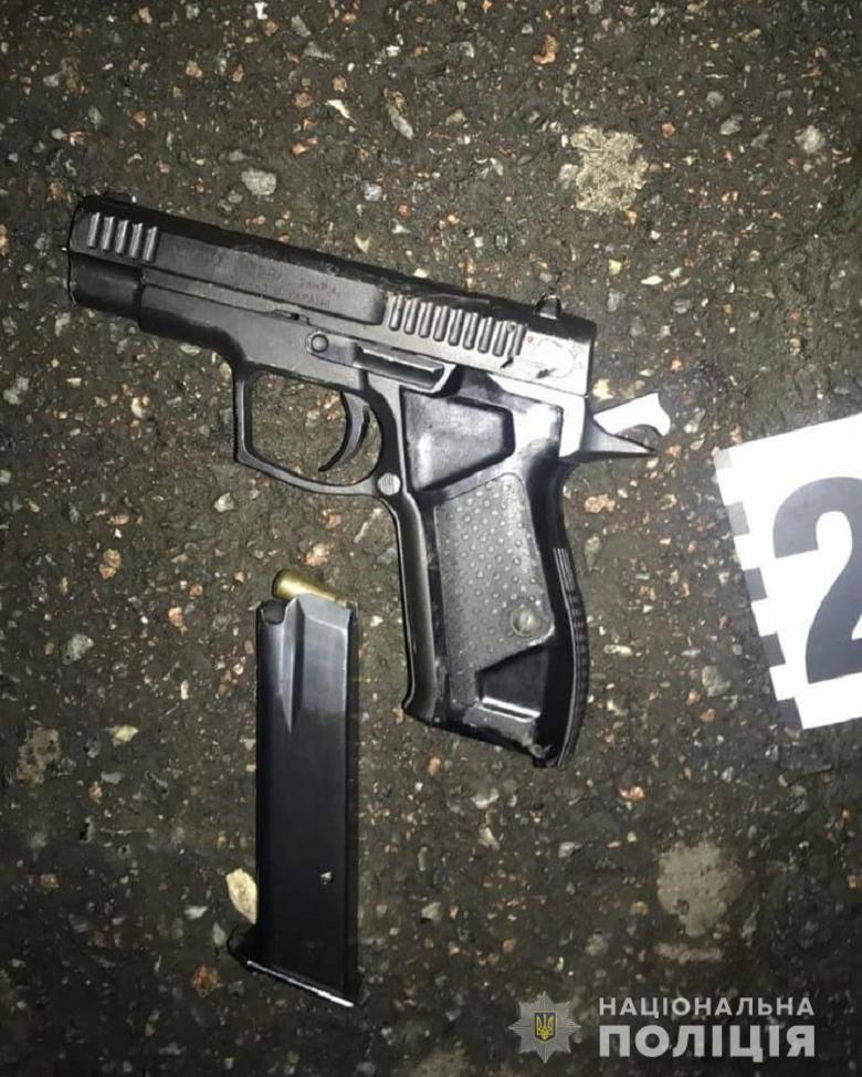 В Киеве возле станции метро расстреляли 20-летнего парня