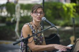 Kara Kesselring performs during a block party session on Clarence Avenue in Oak Park on Aug. 8. (Alex Rogals/Staff Photographer)