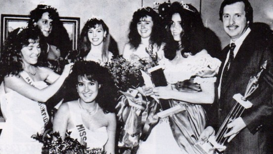 Miss Brookfield 1988 and 1989, Joanne Janetopoulos, crowns Miss Brookfield 1990 Tara-Klecka