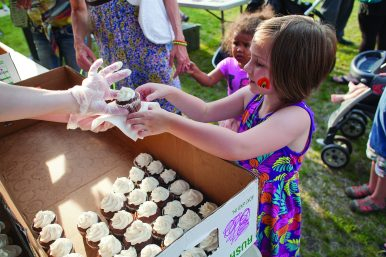 Jane Cwik, 5, grabbed a chocolate cupcake, one of more than 400 that were given away.