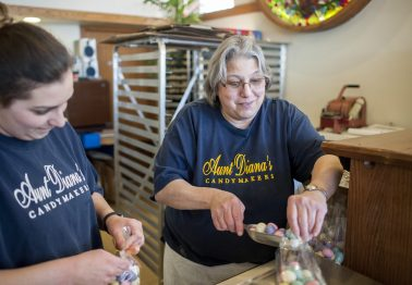 Patty Miglore wraps up some Easter candy at Aunt Diana's Old Fashioned Fudge.   William Camargo/Staff Photographer