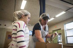 Jen Lemke packs food on Sunday April 10, 2016.   William Camargo/Staff Photographer