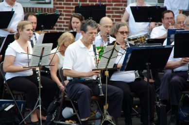Cantata Adult Life Services, 8700 31st St. in Brookfield, will host a free concert by the West Suburban Concert Band on Thursday, June 1 from 6:30 to 8 p.m. at the campus' circle drive. Enjoy a summer evening of music and fun, along with root beer floats.