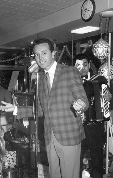 Marshall Savings' 100 Million Dollar-versary also included stars like singers Vic Damone (above) and Tony Martin. | Photo courtesy Liz Faron collection