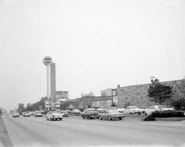 Sahara North hotel and nightclub complex at 3939 N. Mannheim Road in Schiller Park. (Courtesy Liz Faron collection)