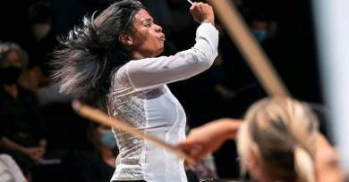Photo of [VIDEO] Glass Marcano devient la première femme noire chef d'orchestre symphonique en France
