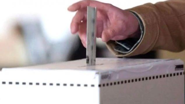 تصويت المقيمين الدائمين سيعزز المشاركة المدنية للمجتمع في سياق انخفاض إقبال الناخبين على صناديق الاقتراع - CBC
