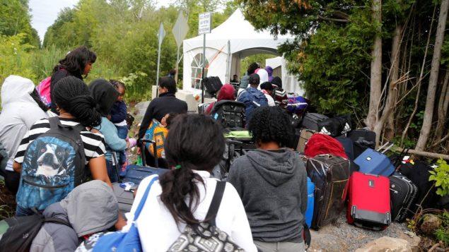 ، يتراوح عدد طالبي اللجوء عبر معبر طريق روكسهام بين 40 و 50 طالبًا يوميًا - الصورة من أرشيف 2017 - Reuters / Christinne Muschi