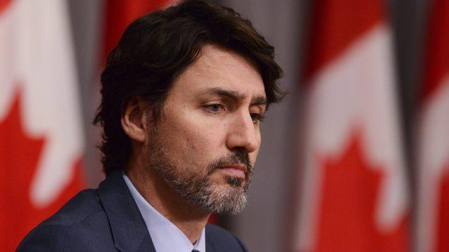أوضح جوستان ترودو خلال إفادته اليومية أنّه سيتمّ لاحقًا تقديم برنامج استرجاع مصحوب بتعويض عادل لمالكي هذه الأسلحة - The Canadian Press / Sean Kilpatrick