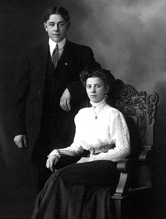 Photograph of Constable Lewis Byers and his wife Annie Woodcock  (Source of photo - Steve Gibson)