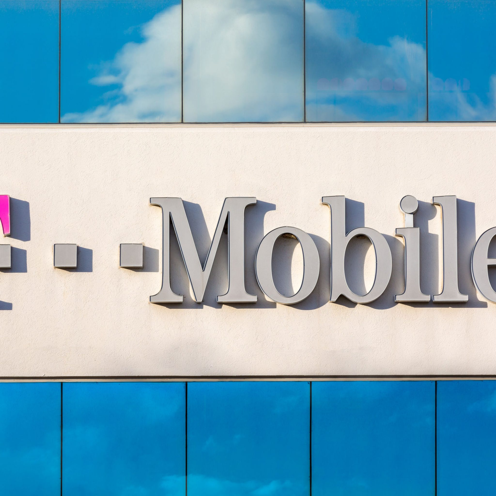 Mobile US, Inc. (TMUS) Rating Reiterated by Deutsche Bank AG