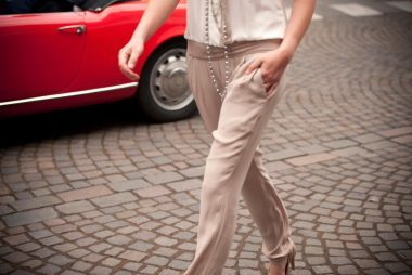 02-go-outfit-tricks-look-younger