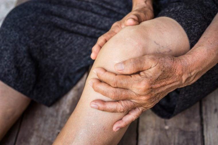 legs older person, Knee Pain, elder osteoarthritis