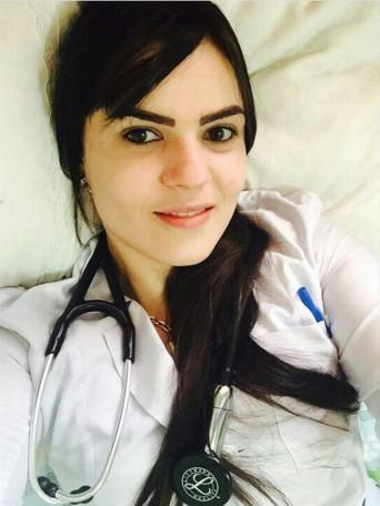 Yana Alvarenga, acusada de atuar com falsa m�dica