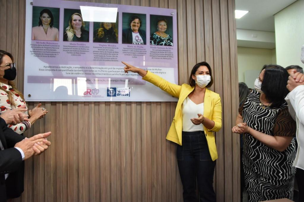 Placa homenagem Maria da Penha - Delegacia da Mulher - Cuiab�