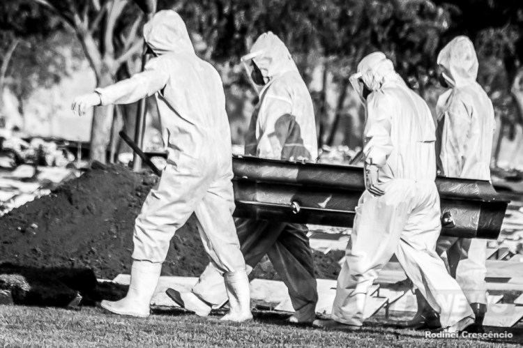 sepultamento COVID - CORONAVIRUS - cemit�rio parque bom jesus de cuiab�