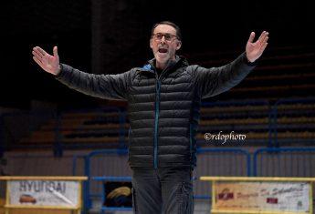 Il tecnico Zoris Furmenti dopo un punto della sua squadra