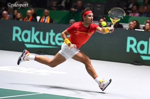 Diritto in allungo di Rafael Nadal - Davis Cup Madrid 2019 - foto di Roberto Dell'Olivo