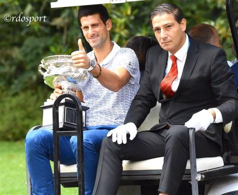 Nole Djokovic se ne va con la coppa degli Australian Open