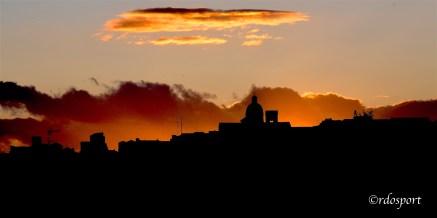 I colori del tramonto cagliaritano (©foto di Roberto Dell'Olivo)
