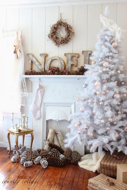 Christmas Mantle Roundup