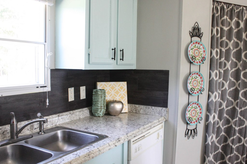 How to Install a $40 Vinyl Peel N Stick flooring as a kitchen backsplash!