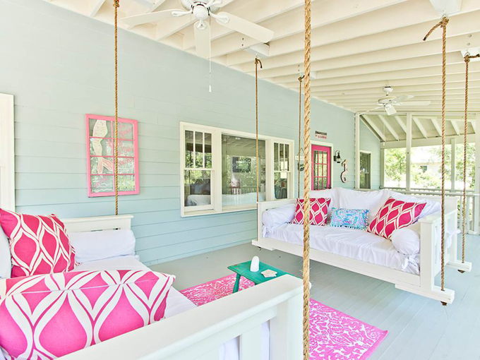 Gorgeous pink outdoor spring inspiration to incorporate into your outdoor decorating this Spring!!