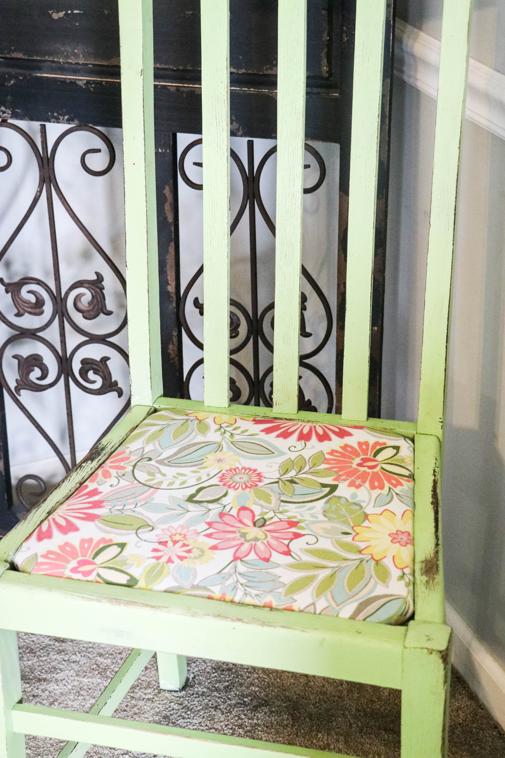 Easy DIY Upholstery on the Kitchen Chairs - Re-Fabbed