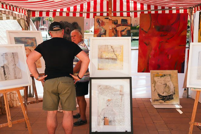 Sotogrande Sunday Market, Art