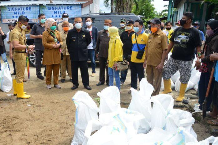 Gubernur Tangani Banjir