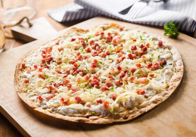 Bánh pizza vỏ mỏng