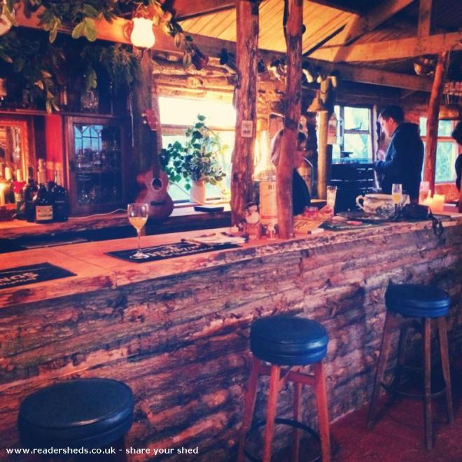 The Golden Pheasant Lodge - Gary Curd - Garden