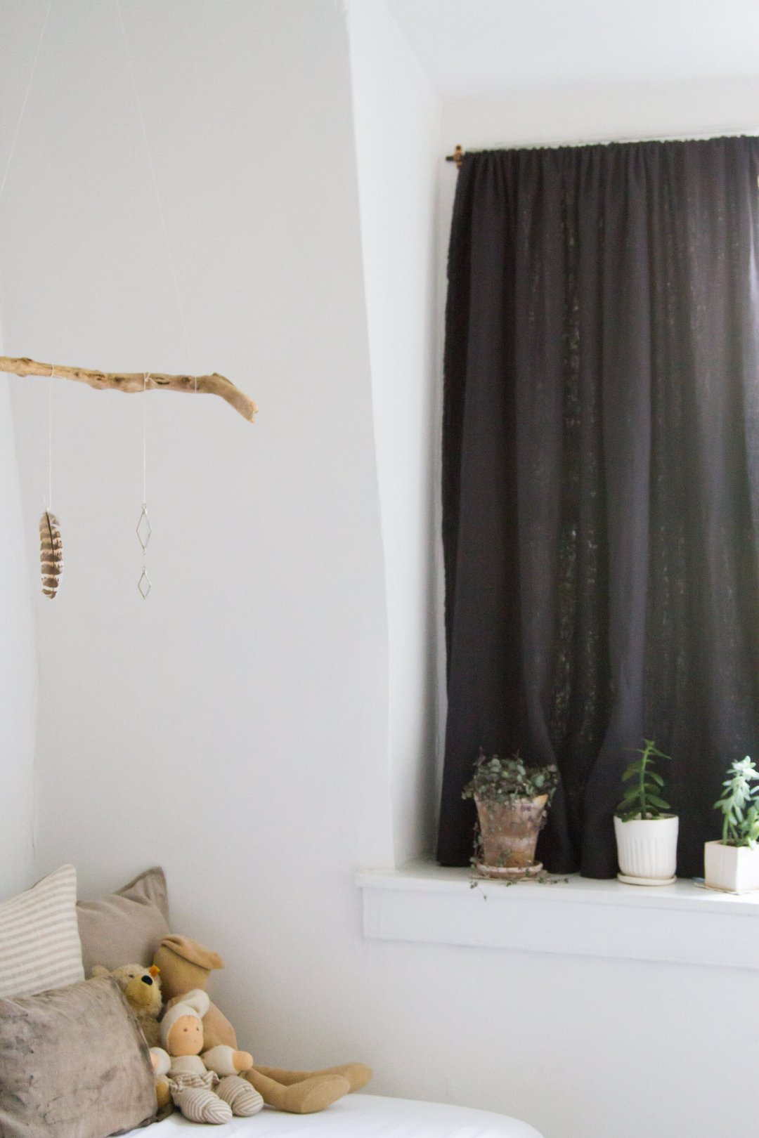 life in a tiny apartment: rearranging | reading my tea leaves