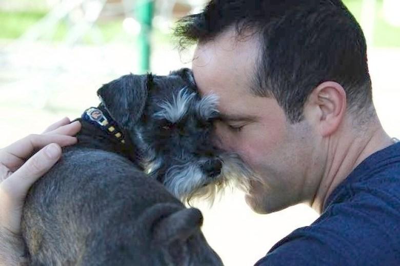 Американец отдал пенсию за операцию на сердце своей собаки