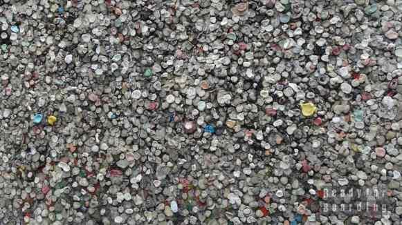 Ciekawa kolekcja gum na murze Berlińskim...