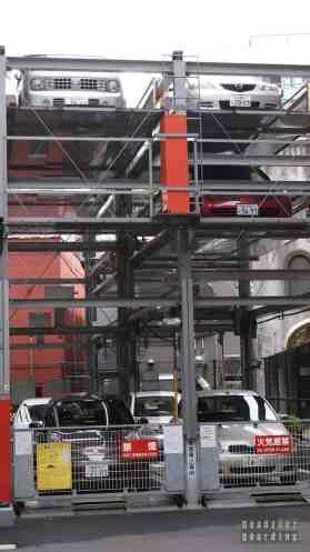 Japonia, Tokio - parking piętrowy (winda)