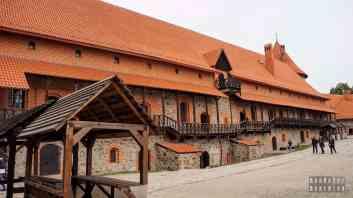 Budynek z ekspozycjami, zamek dolny - Troki