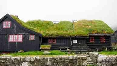 Jeden z najstarszych, zamieszkałych drewnianych domów - Kirkjubøargarður, Streymoy - Wyspy Owcze