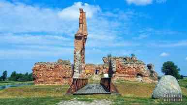 Zamek w Besiekierach, województwo łódzkie