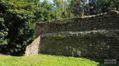 Zamek w Bąkowej Górze - zamki województwa łódzkiego